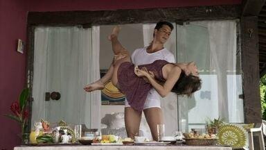 Patrícia e Guto se divertem em Búzios - Os dois curtem a lua de mel