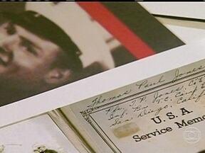 Namorada de soldado morto na Segunda Guerra recebe diário após 70 anos - Laura Mae, de 90 anos, perdeu seu amado na Segunda Guerra Mundial. Ao visitar um museu do confronto, em em Nova Orleans, ela deu de cara com um diário, escrito pelo ex-namorado no campo de batalha. Assim, ela teve a certeza do amor dele.