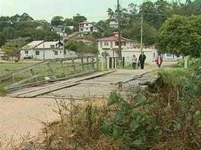 Moradores de Palhoça reclamam de precariedade em ponte do município - Moradores de Palhoça reclamam de precariedade em ponte do município.