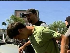 Polícia prende suspeito de atirar antes da Corrida da Paz - A polícia prendeu um dos suspeitos acusados de atirar contra a UPP da Vila Cruzeiro no último domingo (28), momentos antes da largada da Corrida da Paz.