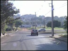 Falta de sinalização em ruas provoca transtornos em Araçatuba, SP - Uma das primeiras regras de trânsito que aprendemos é a de que devemos respeitar a sinalização. A falta dela tem prejudicado motoristas nas ruas de Araçatuba (SP).
