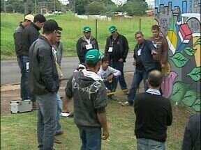 Moradores da Vila C participam de curso de encanador - Foi preciso apenas um dia para treinar os trabalhadores da construção civil para a função de encanador. Uma atividade que significar renda extra.