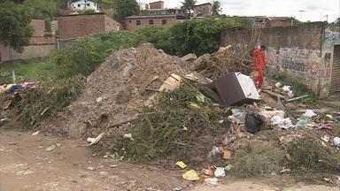 Loteamento no bairro de Sucupira, em Jaboatão, é alvo da Blitz do NETV - Obras da Compesa paradas levam transtornos aos moradores, que ainda enfrentam buracos, lama e coleta de lixo interrompida.