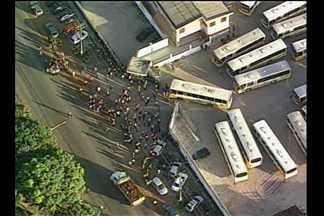 Paralisação de rodoviários da Nova Marambaia prejudica usuários de ônibus - Paralisação de rodoviários da Nova Marambaia prejudica usuários de ônibus.