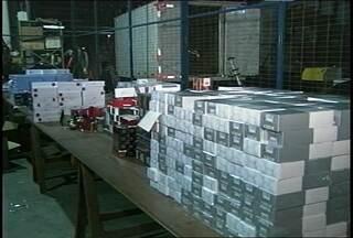 Mais de cem mil dvds e dois mil perfumes foram apreendidos em Santa Maria, RS. - Os produtos eram contrabandeados do Uruguai.