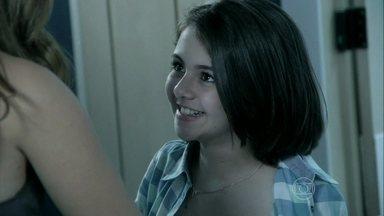 Paulinha convida Paloma para o seu aniversário - A médica fica animada com o convite e Bruno avisa que será uma festa simples
