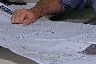 Em Ladário, MS, algumas propriedades têm áreas que só existem no papel - Uma situação que ocorre em vários município de Mato Grosso do Sul. Terras que só existem no papel. O que chama a atenção é o tamanho dessas áreas. Em Ladário, por exemplo, a soma de todas as áreas ultrapassa em muitas vezes a área total do município.