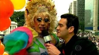 Marcos Veras foi pela primeira vez à Parada Gay - Humorista encontrou figuras incríveis na festa paulista