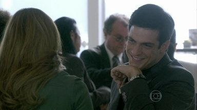 Félix diz a Paloma que gostaria de se encontrar com Ninho - A médica pede para Valentin passar o endereço do ex para seu irmão. Paloma pega as chaves de seu apartamento
