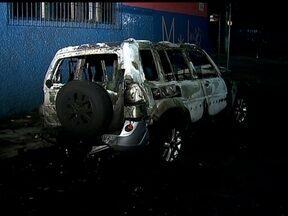 Veja no JH: homem é assaltado e queimado em São Paulo - Confira ideias para decorar imóveis grandes e pequenos. Na série de reportagens sobre a Copa das Confederações, conheça a culinária do México e a paixão pelo futebol.