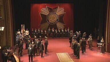 Personalidades recebem Comendas da Ordem do Mérito Judiciároo do TRT, no AM - Solenidade foi realizada no Teatro Amazonas nesta sexta (7)