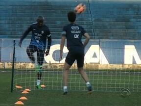 Franceses treinaram no estádio Olímpico nesta sexta-feira - Amistoso entre Brasil e França acontece neste domingo (9) na Arena do Grêmio.