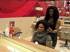 Ex-doméstica entra para lista de mulheres mais poderosas do Brasil - Motivada pela vontade de melhorar o próprio cabelo, Zica tornou-se empresária e ganhou destaque internacional. Hoje ela é dona de uma rede de salões de beleza e chefia 1.700 funcionários.