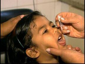 Em Divinópolis e Araxá muitas crianças foram imunizadas contra a poliomielite - Unidades de saúde ficam abertas até 17h.