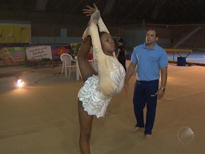 Promessa da ginástica baiana consegue ajuda para continuar treinando - O drama da atleta, divulgado em reportagem da Rede Bahia, sensibilizou algumas pessoas que resolveram ajudar.