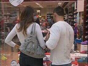 Comerciantes querem vender mais para o dia dos namorados - O preço médio dos presentes esse ano deve passar de R$ 150
