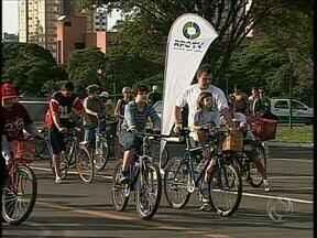 Moradores participam de passeio de bicicleta em comemoração ao meio ambiente - Os ciclistas andaram pelo centro da cidade