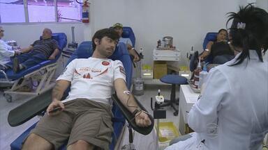 Atletas fazem doação voluntária ao Hemope - Eles contribuíram para repor estoque do banco de sangue da unidade.