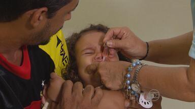 Sábado (8) foi dia de vacinação contra a poliomielite em PE - Meta da campanha é vacinar 630 mil crianças no estado.