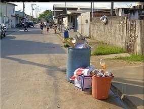 Moradores de Araruama, RJ, são prejudicados com interdição do lixão - Justiça interditou o local que funciona de forma irregular.Lixo se acumula na cidade por falta de espaço para despejo.