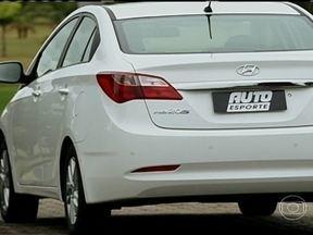 Hyundai HB20S oferece itens de sedã grande - Motor com comando de válvula variável, acendimento automático do farol, sensor de estacionamento, câmbio automático e porta-malas generoso são os destaques.