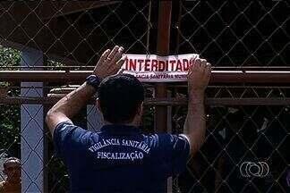 Seis clínicas de recuperação para viciados foram fechadas no sul de Goiás só neste ano - No sul do estado, já foram seis as clínicas fechadas nos últimos meses. Elas não possuíam os documentos exigidos pela Vigilância Sanitária, não há previsão de que elas voltem a funcionar.