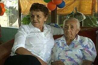 Tia e sobrinha se reencontram após 60 anos, em Goiás - A internet ajudou uma família a se reencontrar. Tia e sobrinha não se viam há mais de 60 anos. No reencontro em Luziânia, teve até festa.