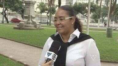 Usuária de ônibus em Santos reclama de problemas com cartão transporte - Passageiros tem que adquirir passagens antes de pegarem o ônibus na cidade
