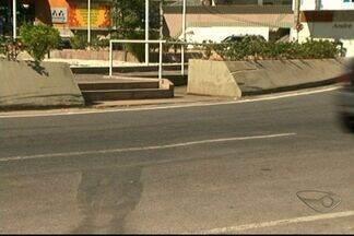 Moradores reclamam do acesso à praça Gilberto Machado, em Cachoeiro, Sul do ES - Praça está localizada perto do Centro da cidade.