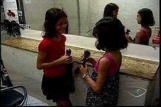 Crianças doam cabelos para ajudar pessoas com câncer no Norte do ES - Cabelo é usado para fazer perucas para mulheres.