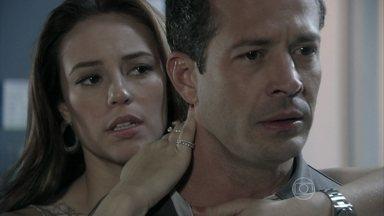 Paloma acredita que Bruno foi traído por Luana - Ela conversa com Amarilys sobre o caso do corretor e comenta que o tipo sanguínio de Paulinha é o mesmo que o seu. Paloma não consegue contar sua descoberta para Bruno