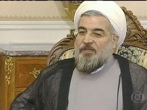 Hasan Rohani vence as eleições no Irã - Hasan Rohani, de 64 anos, é moderado e venceu com a promessa de tirar o país do isolamento. O clérigo muçulmano teve mais da metade dos votos.