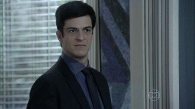 Félix flagra César e Aline tendo uma conversa suspeita - Eles são supreendidos com a entrada de Félix na sala