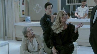 Pilar apresenta Denizard a Félix como um amigo de infância - Lutero chega e Bruno pergunta a ele como foi a cirurgia