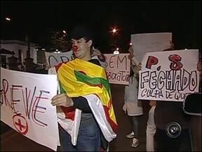 Manifestantes de Itapetininga, SP, vão até a Câmara Municipal - Em Itapetininga (SP), os manifestantes caminharam até a câmara dos vereadores.