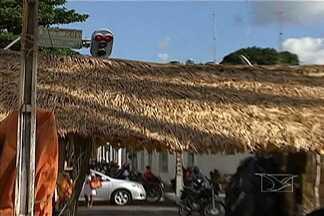 Estrutura de arraial atrapalha trânsito em Caxias (MA) - Reclamação é geral