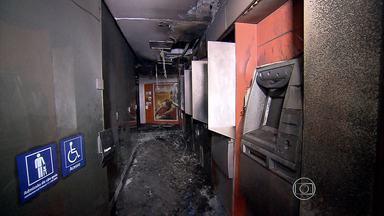 Incêndio destrói agência bancária no Centro de Belo Horizonte - Todos os caixas eletrônicos foram queimados. Causa do fogo vai ser investigada.
