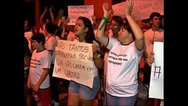 Manifestação em Tangará da Serra (MT) reúne 2 mil pessoas - Em Tangará da Serra, mais de duas mil pessoas também participaram do protesto contra a corrupção e por melhorias no serviços públicos de saúde.