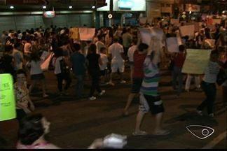 No sul do Espírito Santo, 6 mil manifestantes se reúniram em forma de protesto. - Em Cachoeiro, manifestantes pedem por melhorias na saúde e educação.