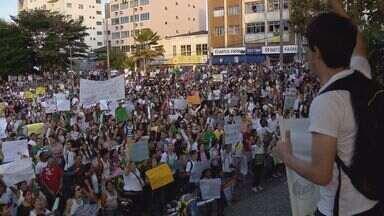 Cerca de 5 mil pessoas participaram de manifestação em Varginha - Cerca de 5 mil pessoas participaram de manifestação em Varginha