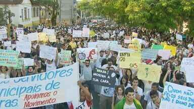 Lavras reúne cerca de 12 mil pessoas em manifestação - Lavras reúne cerca de 12 mil pessoas em manifestação