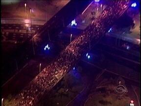 Manifestação em Florianópolis reúne 30 mil pessoas - Manifestação em Florianópolis reúne 30 mil pessoas