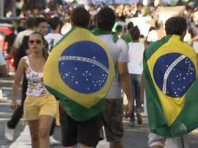 Manifestações marcam primeiro dia de Copa das Confederações em Salvador - Milhares de baianos foram às ruas em movimento que ocorreu simultaneamente em várias cidades do Brasil.