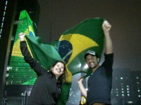 Protesto em SP ocupa Av. Paulista, estradas e tem tumulto entre militantes - Ato durou 6 horas, reuniu 100 mil e não teve confronto com a PM. Três foram detidos; um homem ficou ferido em empurra-empurra.