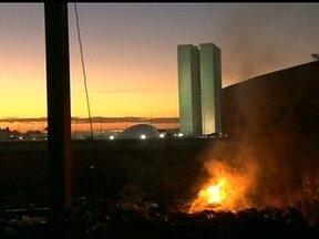 Polícia contabiliza os prejuízos na Esplanada - Após a manifestação da última quinta-feira (21), em Brasília, a polícia contabiliza os prejuízos na Esplanada dos Ministérios.