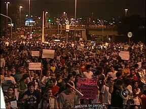 Em Sorocaba, SP, manifestação pacífica reuniu 15 mil pessoas - Nesta quinta-feira (20), 15 mil pessoas saíram às ruas para participar do protesto realizado em todo o país. No trajeto, a Guarda Municipal fez a segurança dos manifestantes.