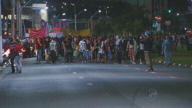 Manifestação reúne 2 mil pessoas na sexta-feira (21) nas ruas de Campinas - No segundo dia de protestos em Campinas, a manifestação reuniu 2 mil pessoas pelas ruas do Centro. O grupo se reuniu em frente a Prefeitura de Campinas na tarde de sexta-feira (21).