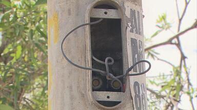 Homem morre após levar choque em poste no Recife - Poste de iluminação pública fica no bairro dos Torrões.