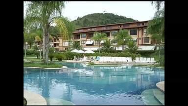 Pousadas e hotéis de Angra dos Reis, RJ, adotam Sistema Nacional de Registro de Hóspedes - Para aderir medida, alguns hoteleiros reclamam de falta de informação sobre cadastro.