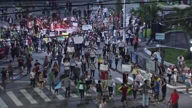 Manifestantes fazem protesto pacífico em São Vicente - Protesto terminou sem vandalismo